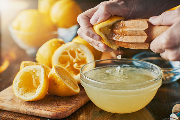 In this blog post, we'll figure out how much juice you can extract from a single lemon fruit. We also talk about how to properly extract lemon juice and its benefits for you.